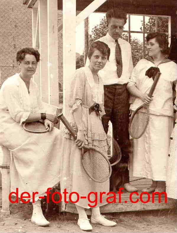 foto sport tennis gruppenfoto kleidung um 1910 kaufen bei. Black Bedroom Furniture Sets. Home Design Ideas